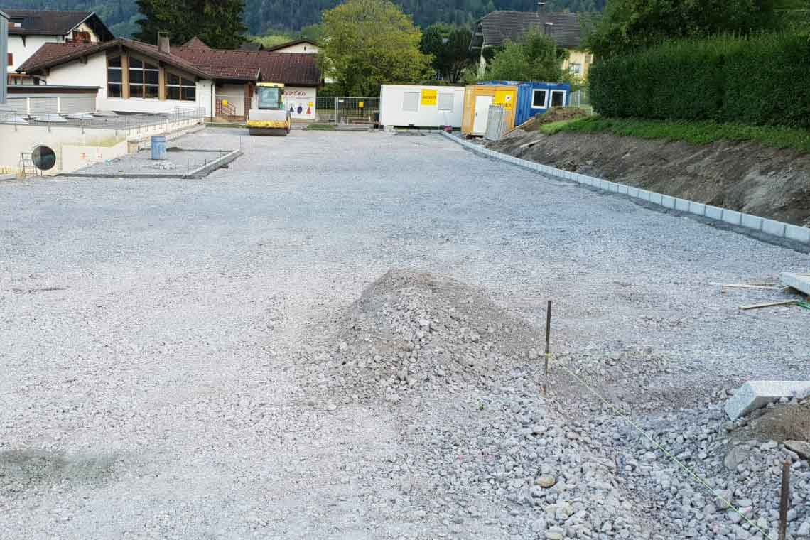 Parkplatz-Kindergarten-Vandans-Grüne